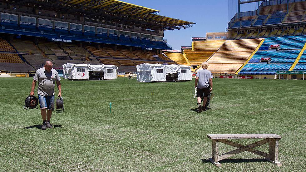 Instalacion cesped mixto en estadio del Villarreal.