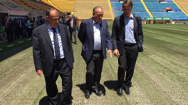 Instalacion cesped mixto en estadio del Villarreal. Tebas y Roig